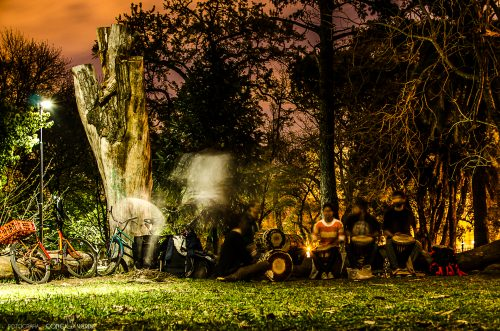 personas-parque-saavedra-la-plata-argentina-1-conejo-verde